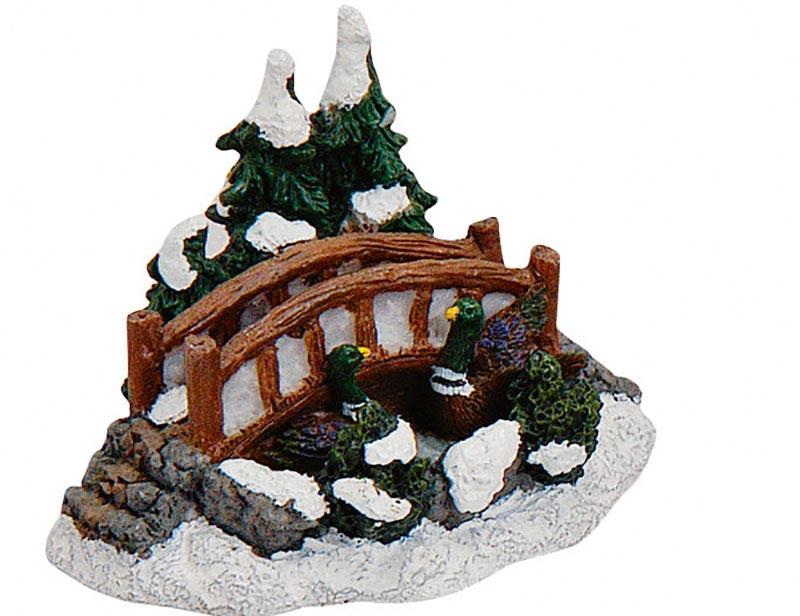 Kleine-Brücke-mit-Tannen